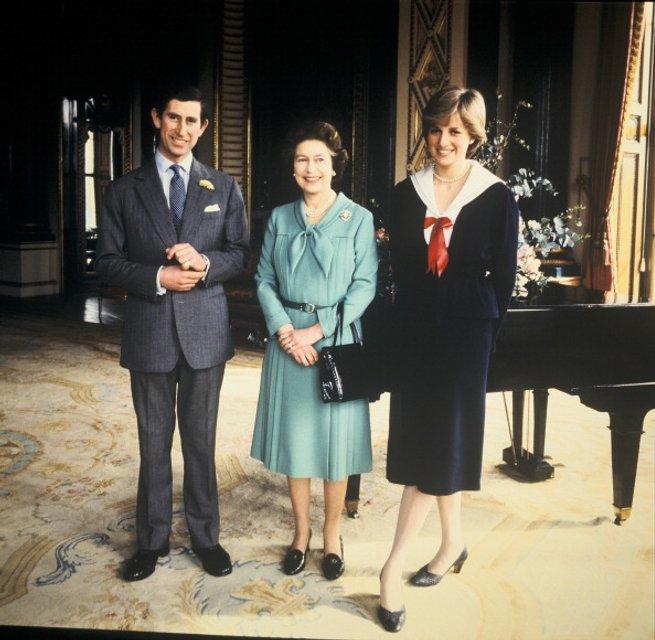 Королева Елизавета ІІ, принцесса Диана и принц Чарльз - фото 62051