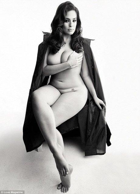 Эшли Грэм полностью обнажилась для журнала - фото 59795