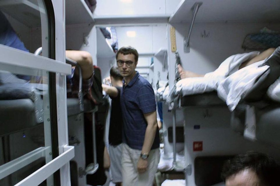 Глава минифраструктуры в поезде - фото 61086