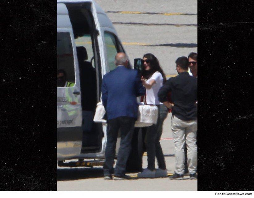 Амаль Клуни прибыла в Милан - фото 56203