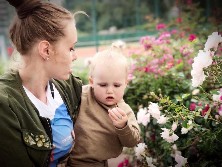 Певица с дочкой - фото 57909