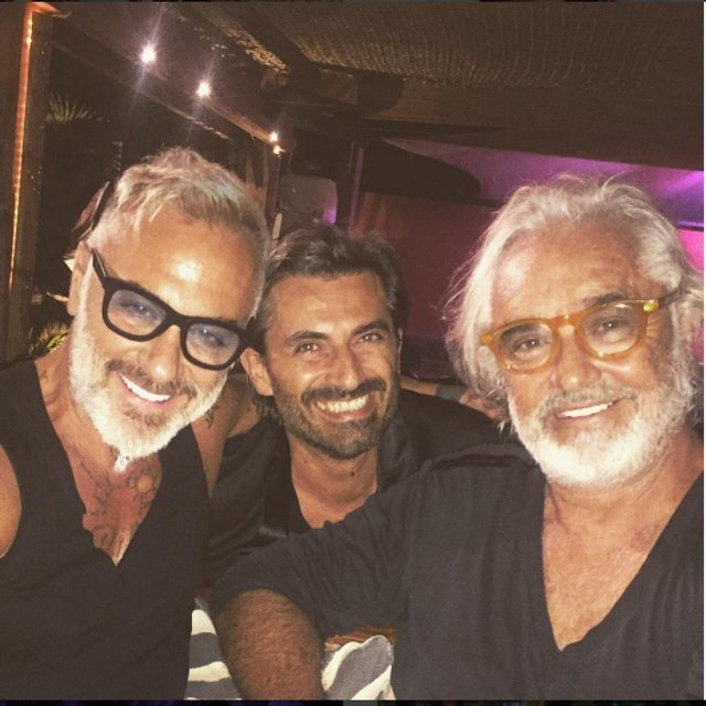 Джанлука Вакки отметил 50-летие с друзьями и любимой в клубе - фото 64129