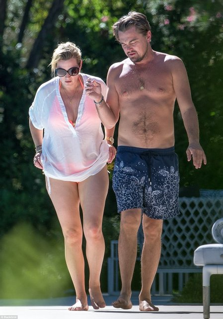 Кейт Уинслет и Леонардо Ди Каприо поплескались в бассейне на вилле в Сан-Тропе - фото 67193