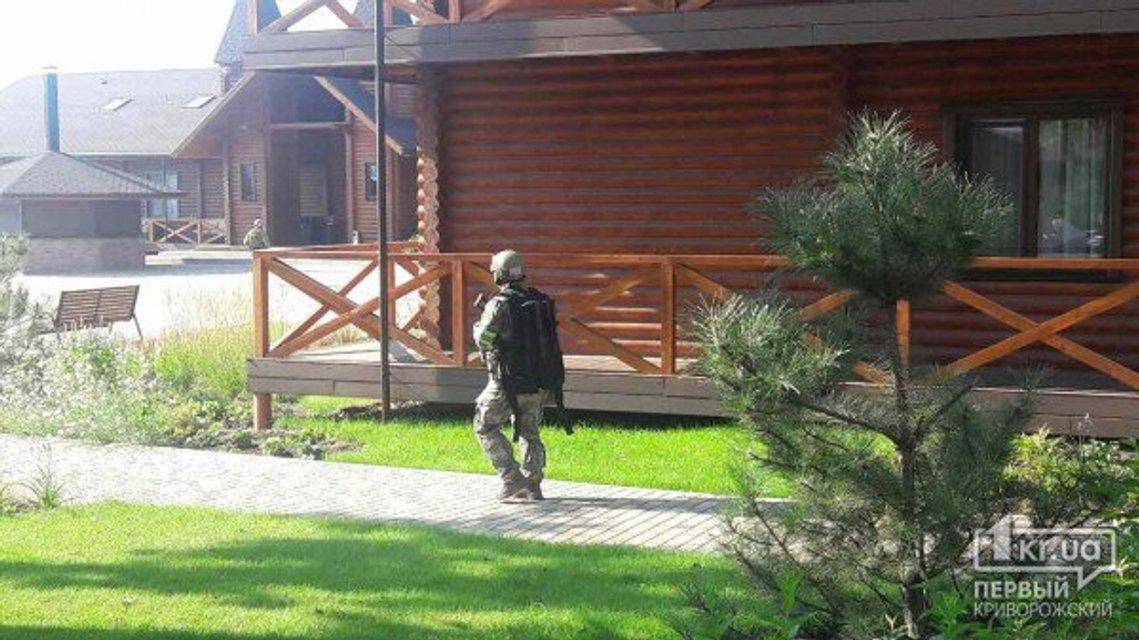 В здании офиса Ахметова проходят обыски (фото, видео) - фото 63403