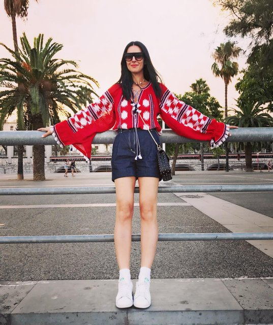 Маша покорила Барселону стильным нарядом - фото 65752
