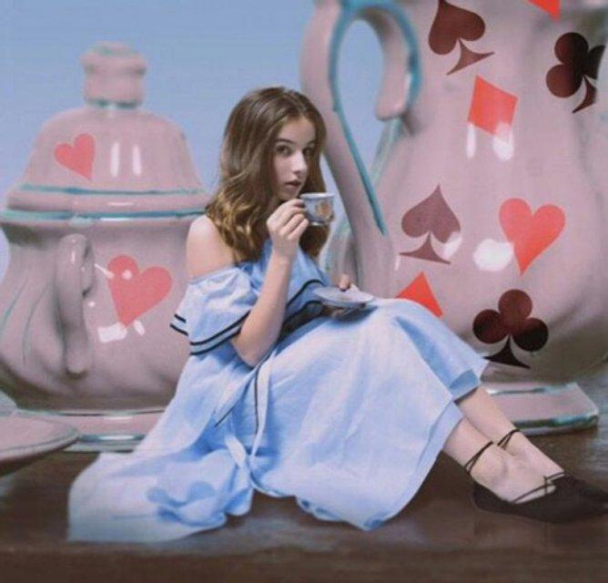 Дочь Жанны и Алана Бадоевых Лолита примерила образ Алисы - фото 68159