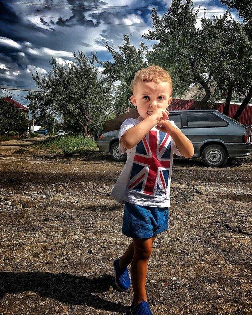 Слава Каминская с детьми в Мариуполе - фото 62448