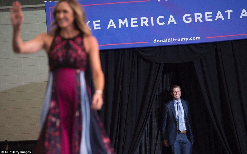 Невестка Трампа Лара Юнаска подчеркнула беременность элегантным платьем - фото 63653