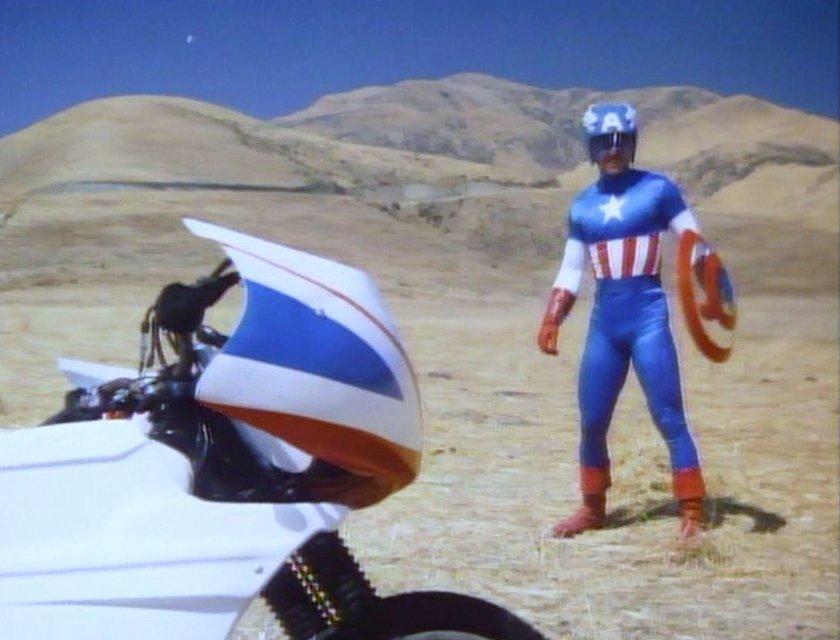 Люк Бессон резко высказался о создателях Капитана Америки - фото 66842