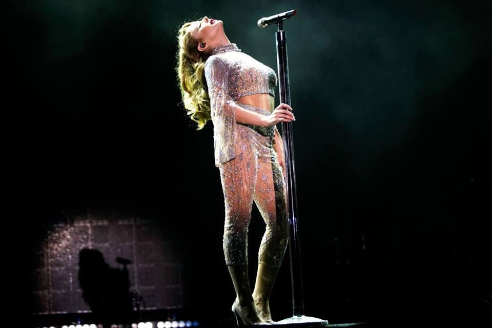 Тина Кароль выпустила фотопроект о своем туре - фото 70245