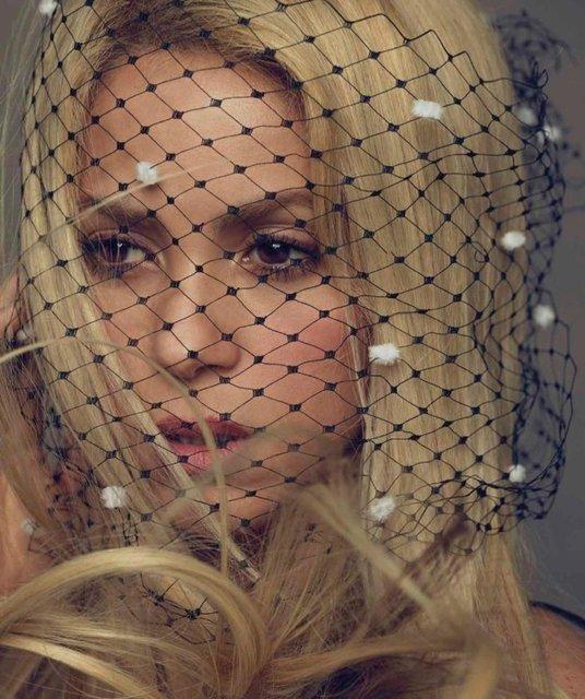 Шакира поразила красотой на обложке популярного глянца - фото 69268