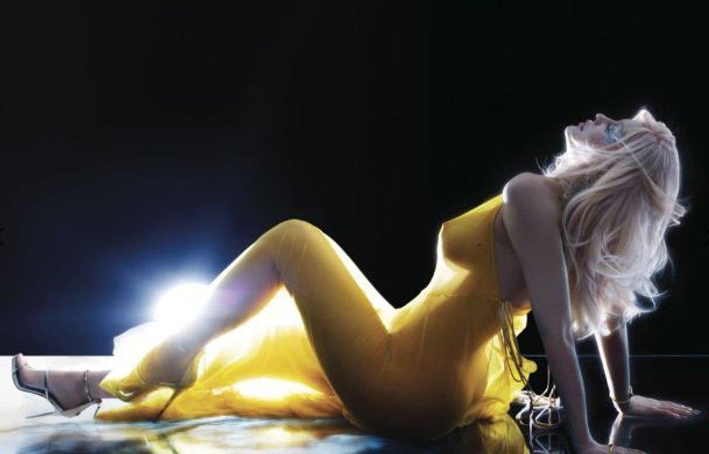 Младшая сестра Кардашян Дженнер обнажила большую грудь в прозрачном пеньюаре (фото) - фото 70105