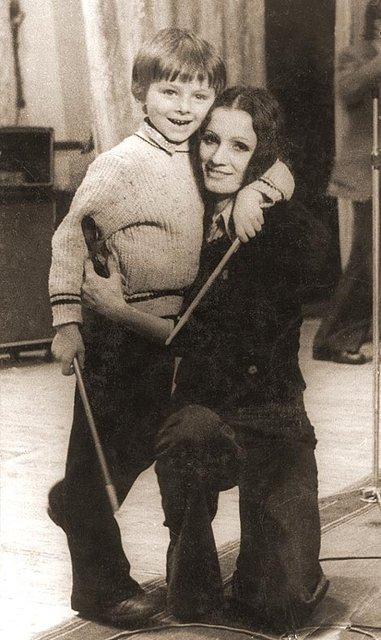 Юбилей Софии Ротару: 70 лет легендарная певица встретила с семьей на Сардинии - фото 64174