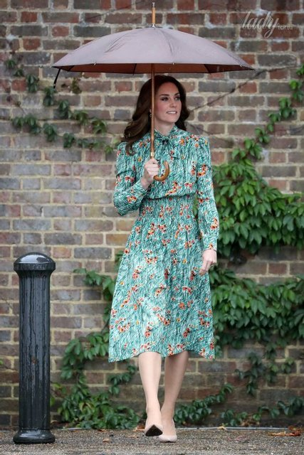 В платье Prada Кейт Миддлтон и принцы Уильям и Гарри посетили Белый сад в память о Диане - фото 70385