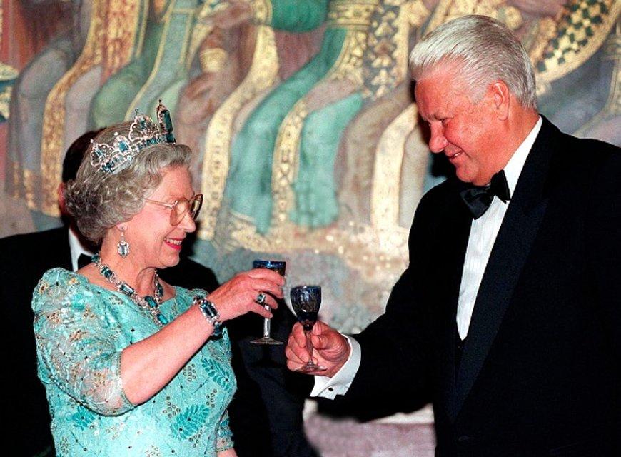 Королева Елизавета II - фото 62740