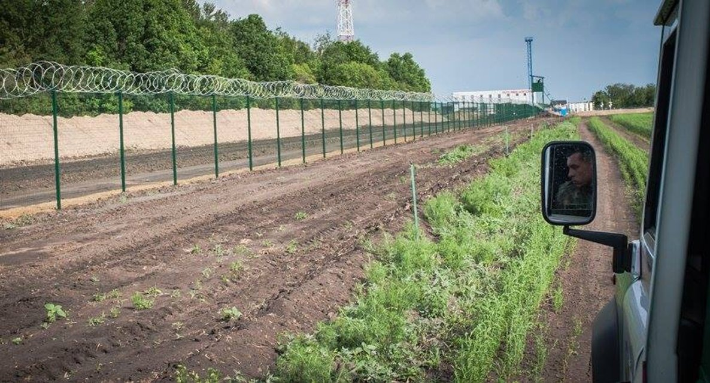 Блогер придумал, как отгородиться стеной от России - фото 66928