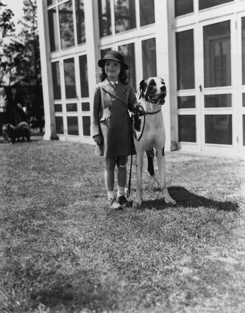 В сеть попали архивные фото юной Жаклин Кеннеди - фото 62348