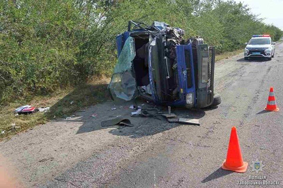Пьяный водитель влетел в машину полиции, есть погибший - фото 68764