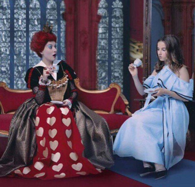 Жанна Бадоева примерила образ Червонной Королевы, а ее дочь Лолита - образ Алисы - фото 68158