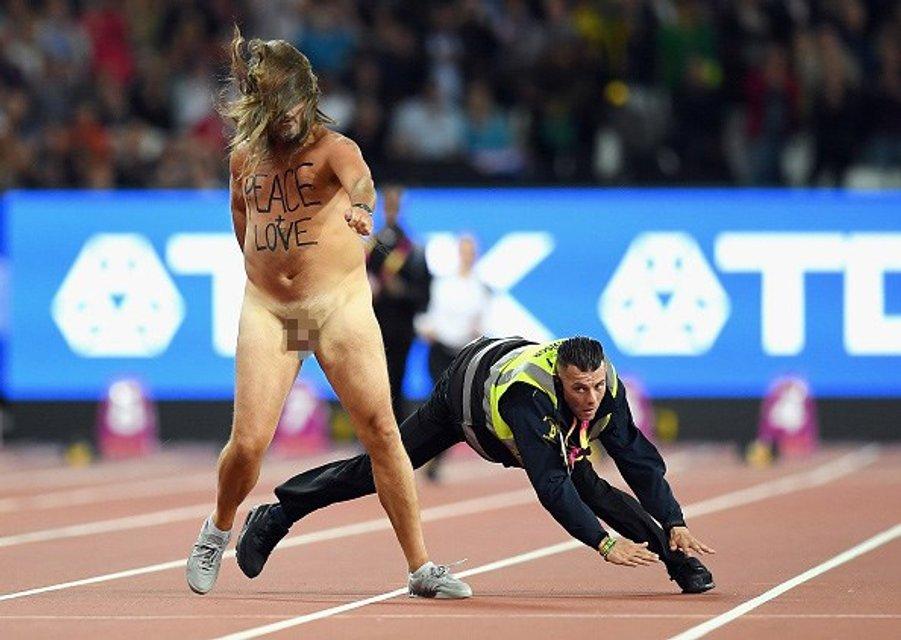 Восьмикратный олимпийский чемпион проиграл на ЧМ в Лондоне из-за голого мужчины (фото) - фото 64021