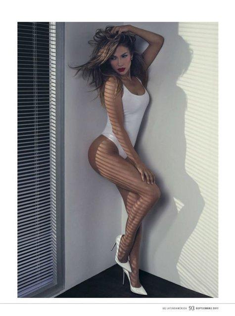 Горячая штучка: Дженнифер Лопес в купальнике на обложке мексиканского глянца - фото 70270