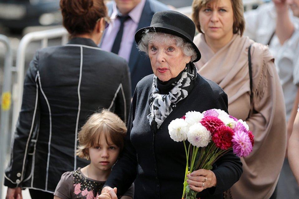 Церемония прощания с Верой Глаголевой: актриса вера Васильева приехала на попрощаться - фото 68047
