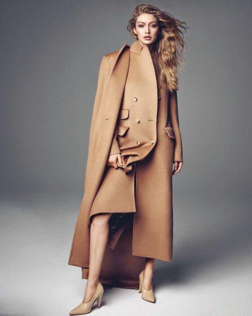 Белла Хадид показала грудь и стройные ноги на обложке Vogue - фото 68489