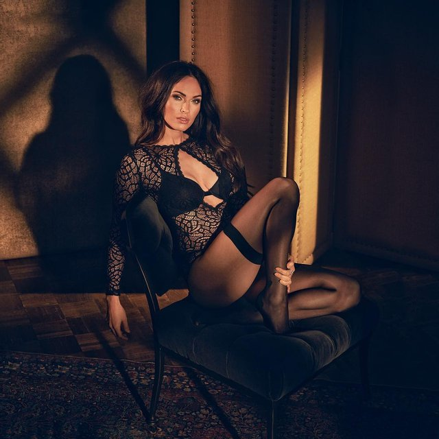 Очень горячо: Сексуальная Меган Фокс предстала в кружевном боди - фото 69707