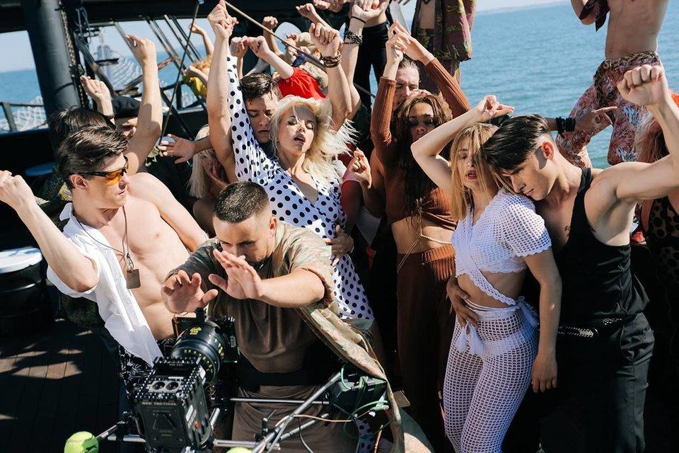 MONATIK показал как снимались грязные танцы для клипа Vitamin D - фото 63574