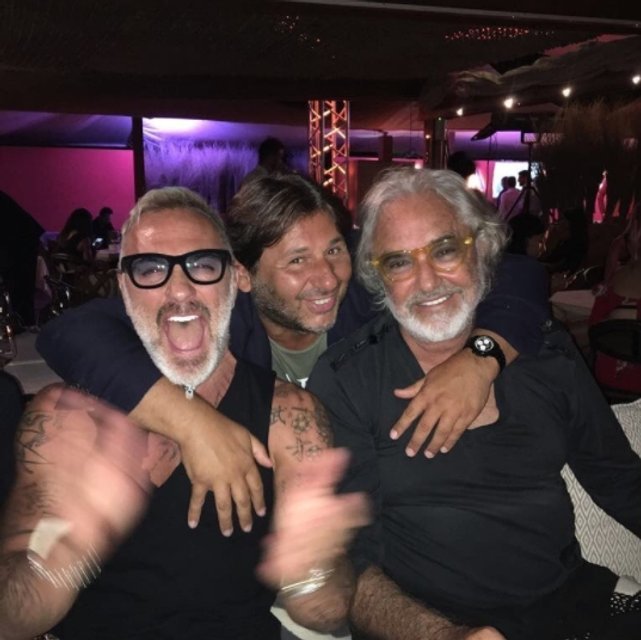Джанлука Вакки отметил 50-летие с друзьями и любимой в клубе - фото 64132
