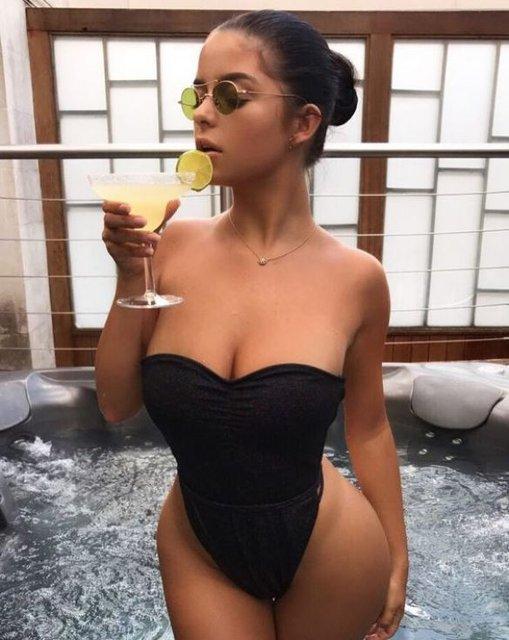 Деми Роуз показала грудь в открытом купальнике в джакузи - фото 67909