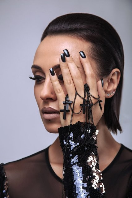 Экс-NIKITA Анастасия Кумейко полностью разделась для рекламы - фото 68423