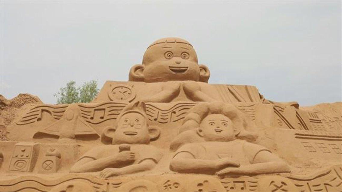 В Китае построили крупнейшую скульптуру из песка - фото 66018