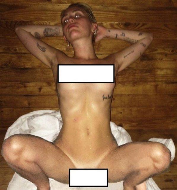 В сеть слили интимные фото голых Кристен Стюарт, Майли Сайрус и Стеллы Максвелл - фото 68748