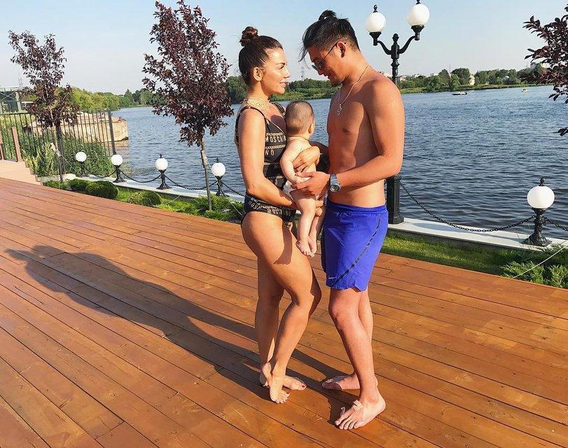 """Анна Седокова шокировала """"семейным"""" фото с Анатолием Цоем - фото 63335"""
