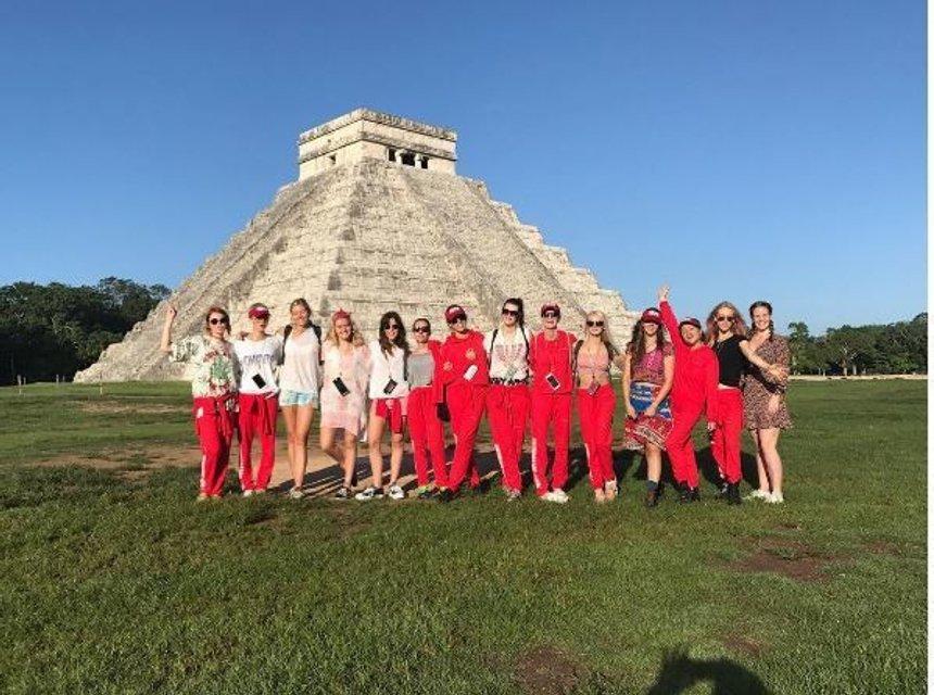 Кара Делевинь отметила День рождения в Мексике - фото 66339