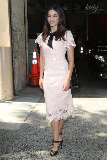 Дженна Дьюэнн Татум похвасталась нежным образом в платье - фото 63722