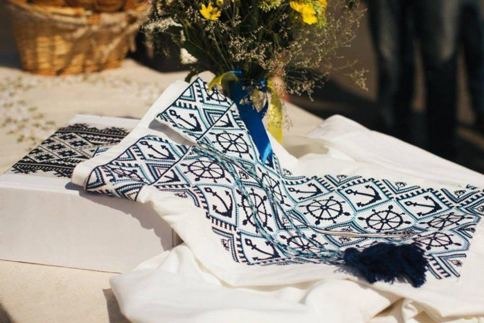 В Одессе Дюка одели в вышиванку с якорями - фото 67171