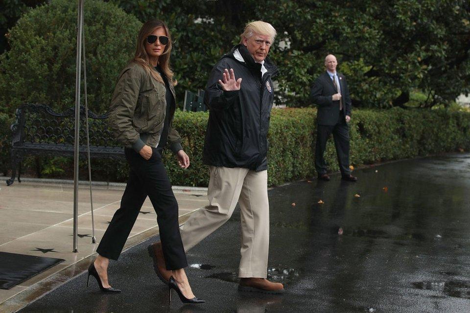 Меланию Трамп освистали за нелепый наряд для поездки в зону бедствия - фото 70232