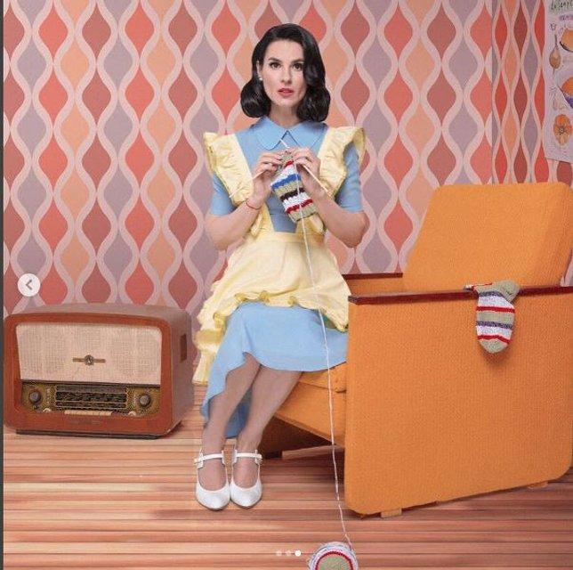 Маша Ефросинина примерила образ домохозяйки из 50-ых - фото 69745
