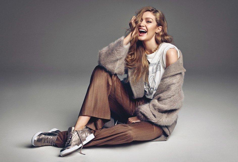 Белла Хадид показала грудь и стройные ноги на обложке Vogue - фото 68479