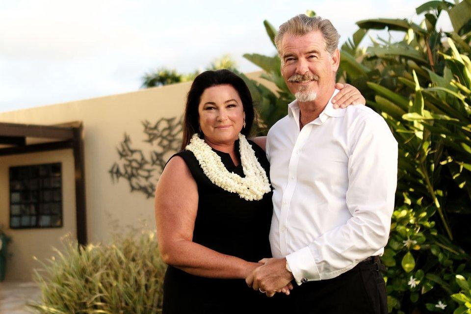 Пирс Броснан похвалился фото жены Кили Смит в купальнике - фото 66374