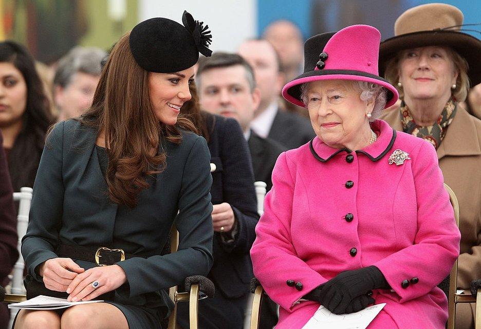 Кейт Миддлтон и Елизавета II - фото 67060