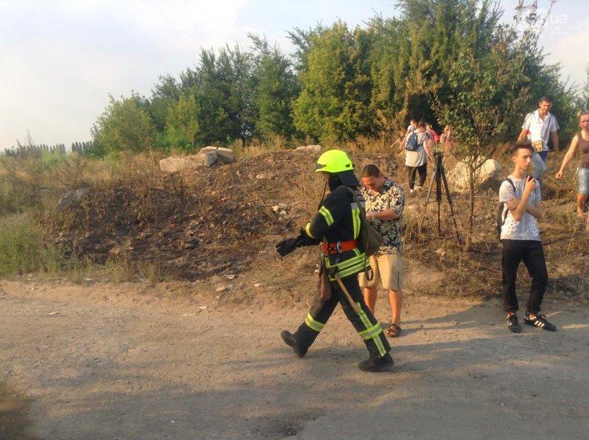 В Днепре сильный пожар на складах перекинулся на жилые дома - фото 67958