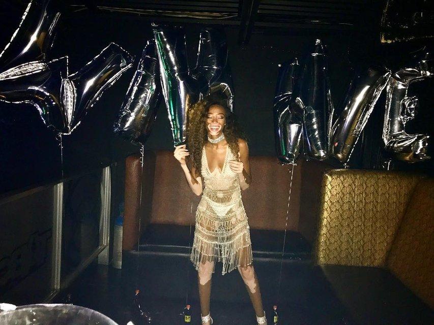 Винни Харлоу в откровенном платье отпраздновала День рождения - фото 63703