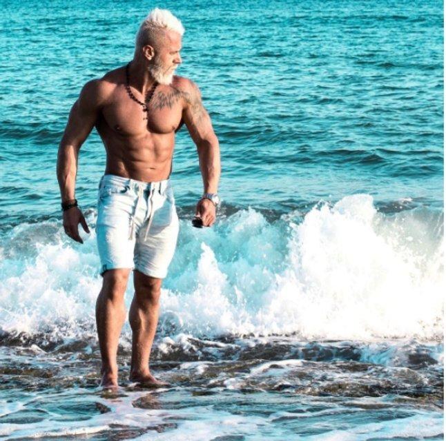 У танцующего миллионера Джанлуки Вакки появился двойник - фото 67871