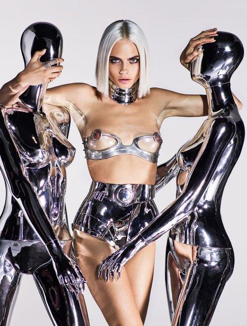 Кара Делевинь без белья снялась в пикантной фотосессии для глянца - фото 64918