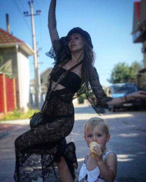 Слава Каминская с детьми в Мариуполе - фото 62447