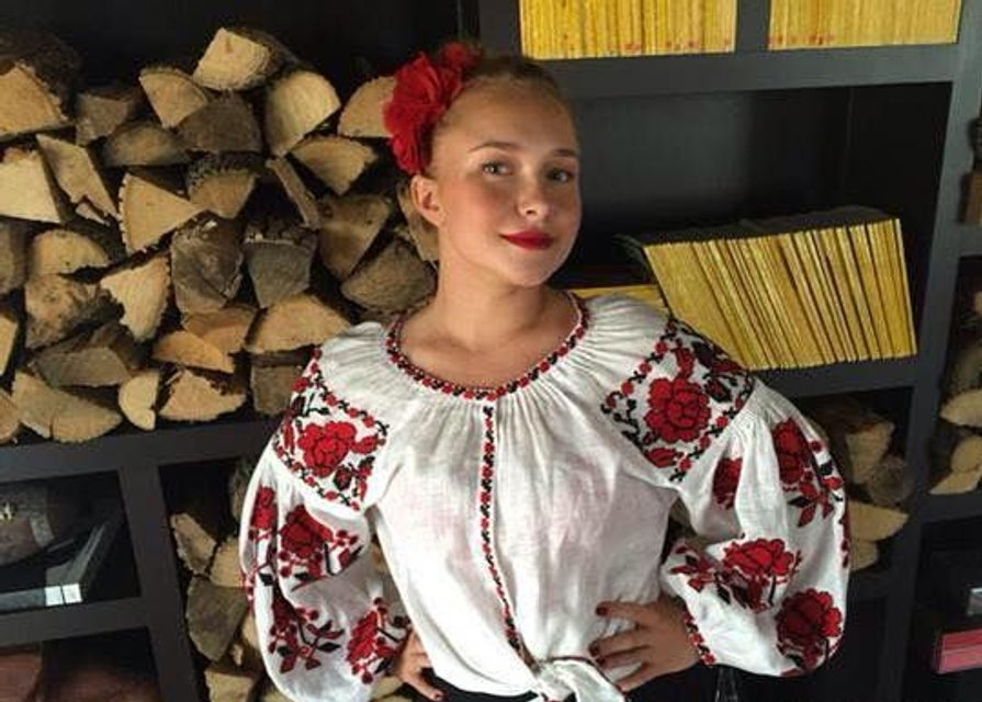 День Независимости: голливудские красавицы в украинских вышиванках - фото 68916