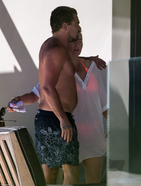Кейт Уинслет и Леонардо Ди Каприо поплескались в бассейне на вилле в Сан-Тропе - фото 67191